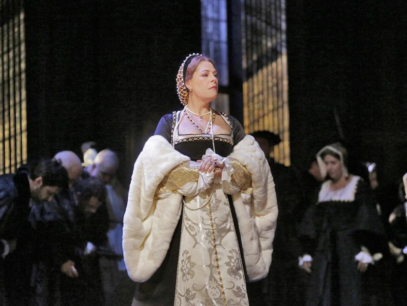 Sondra Radvanovsky in the title role of Donizetti's Anna Bolena.