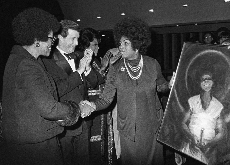 Leontyne Price, being honored by Delta Sigma Theta, a public service sorority, accepts a painting presented to her at the Metropolitan Opera House in New York on Oct. 10, 1973.