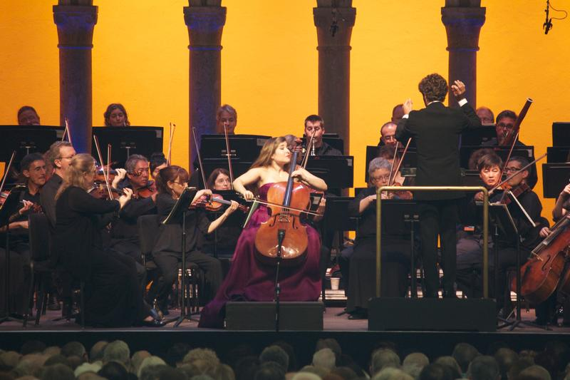 Cellist Alisa Weilerstein plays Elgar's Cello Concerto with the Orchestra of St. Luke's led by conductor Pablo Heras-Casado at Caramoor.