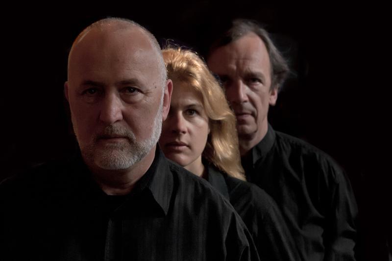 Violinist John Holloway, dulcian player Jane Gower, and harpsichordist Lars Ulrik Mortensen