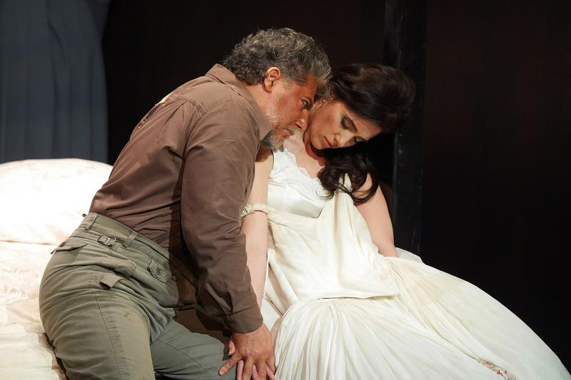"""Marc Heller and Ermonela Jaho star in """"Otello"""" at the Grand Liceu Theater."""