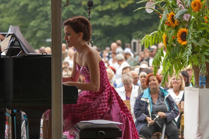 Celia García-García at the Day of Romantic Music in Rotterdam. García-García may be at home on the piano, but she works the celesta beautifully.