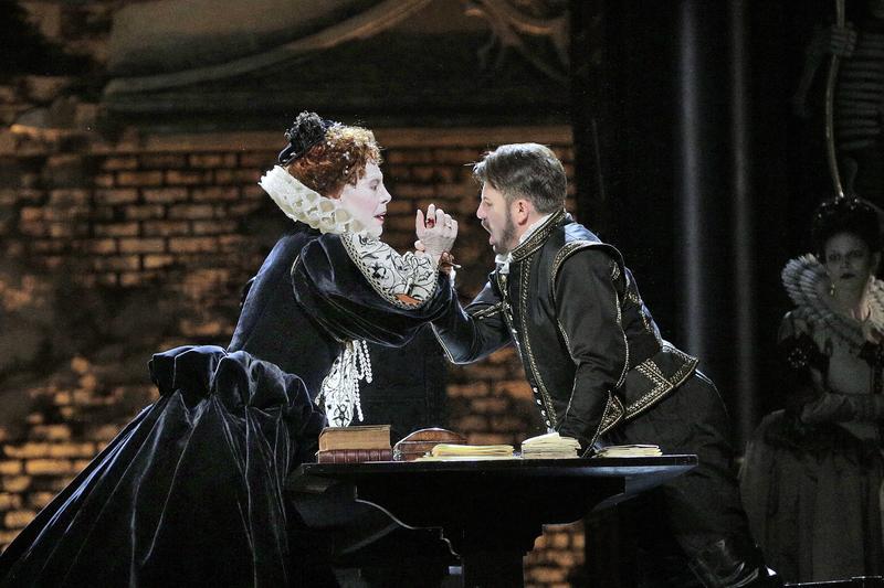 Sondra Radvanovsky and Matthew Polenzani star in the Met's 'Roberto Devereux.'
