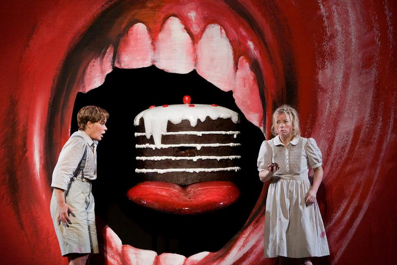 Christine Schäfer as Hansel and Alice Coote as Gretel