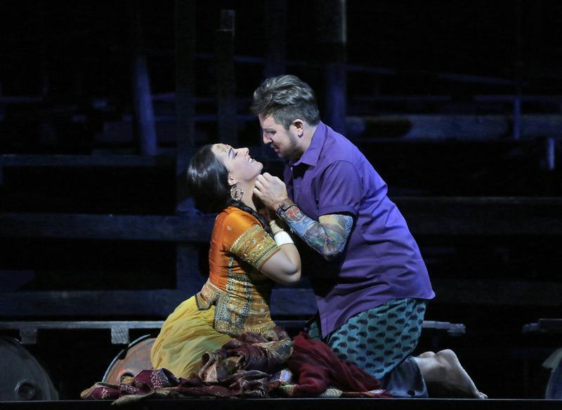 Matthew Polenzani as Nadir and Diana Damrau as Leila in Bizet's Les Pêcheurs de Perles.