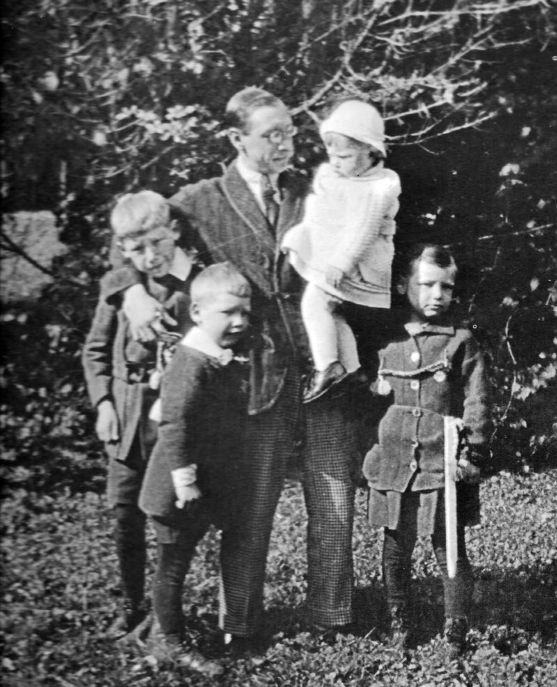 Igor Stravinsky with his four children, 1916.
