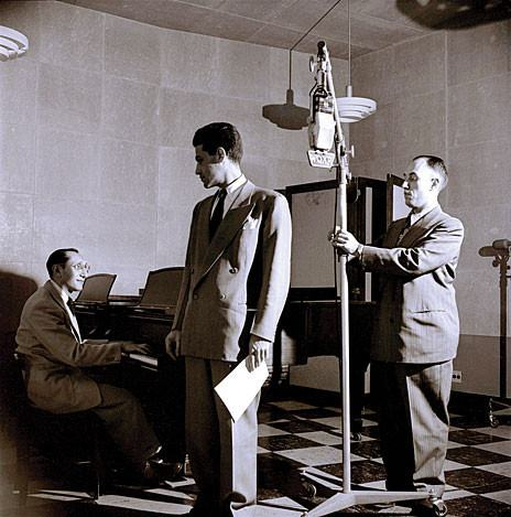 Jascha Zayde seated at the piano in the WQXR studio in the 1940s.