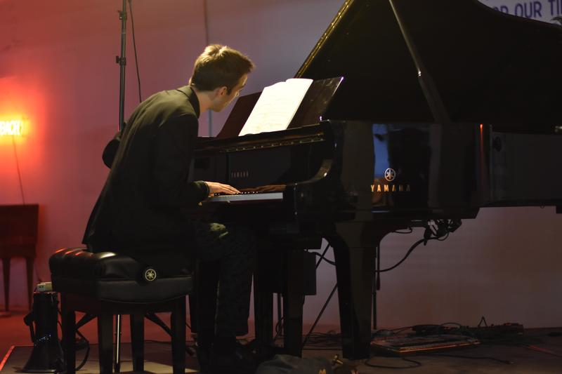 Pianist Evan Shinners playing Bach at The Bach Store