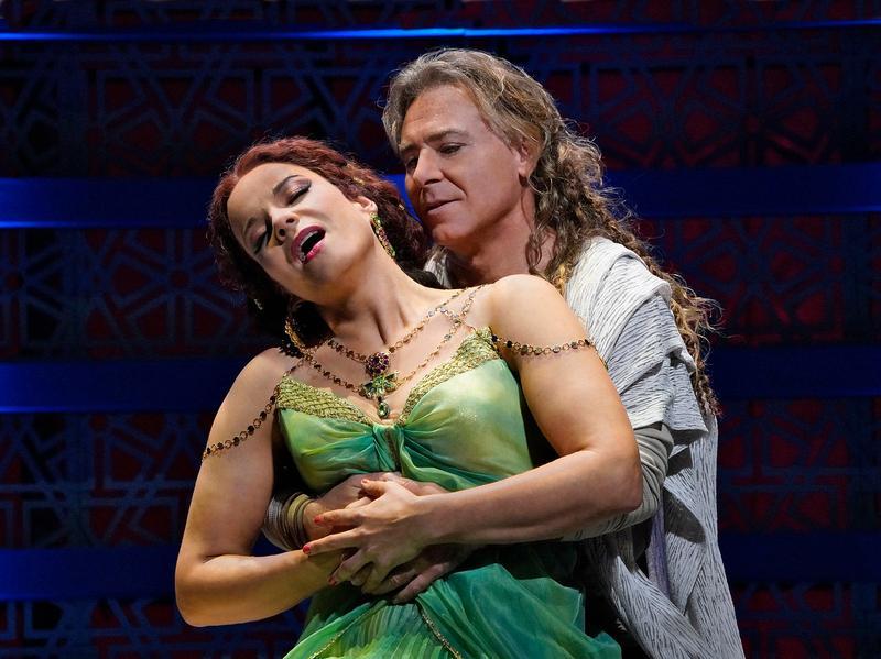 "Elīna Garanča as Dalila and Roberto Alagna as Samson in Saint-Saëns's ""Samson et Dalila."""