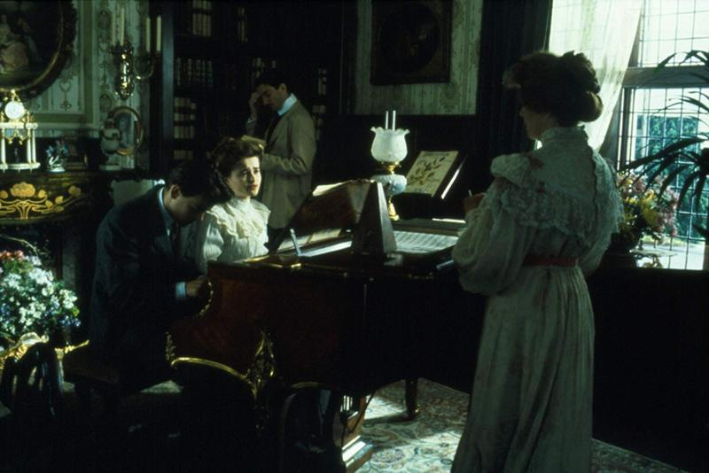 Helena Bonham Carter, Daniel Day-Lewis, Rupert Graves, and Rosemary Leach in A Room with a View (1985)