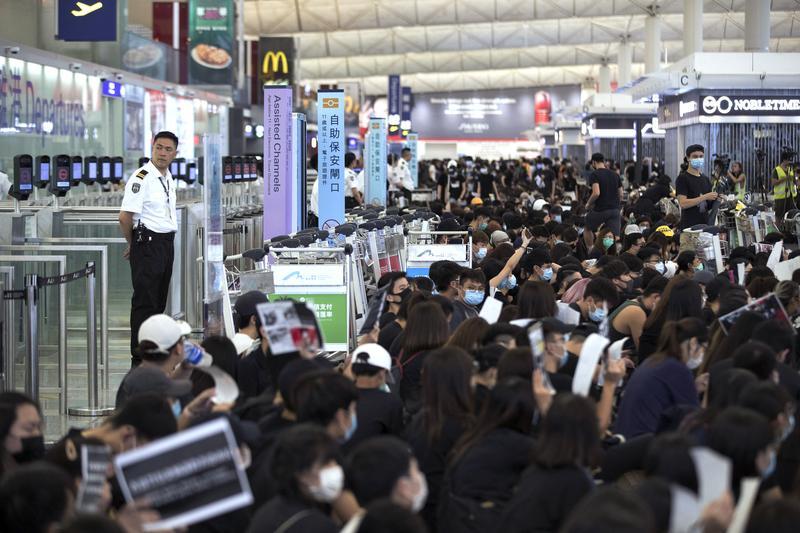 Police and Protesters Clash at Hong Kong Airport