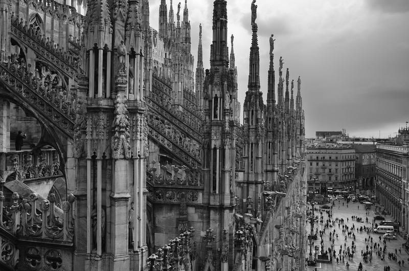 Duomo di Milano, with lots of tourists.