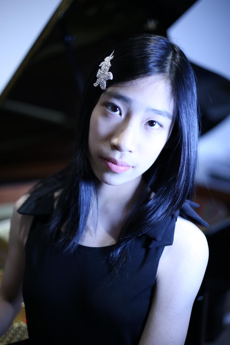 Pianist YaoYao Zhou