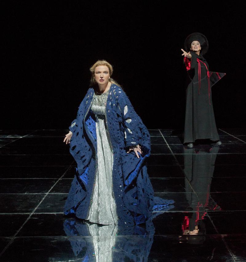 """Anne Schwanewilms as the Empress and Ildikó Komlósi as The Nurse in Richard Strauss's """"Die Frau ohne Schatten."""""""