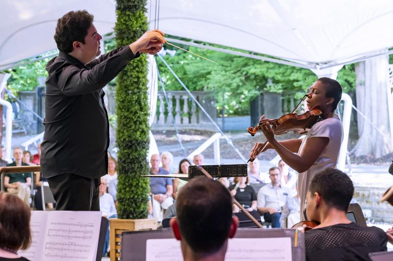 Tito Muñoz and Tai Murray with the Orchestra of St. Luke's