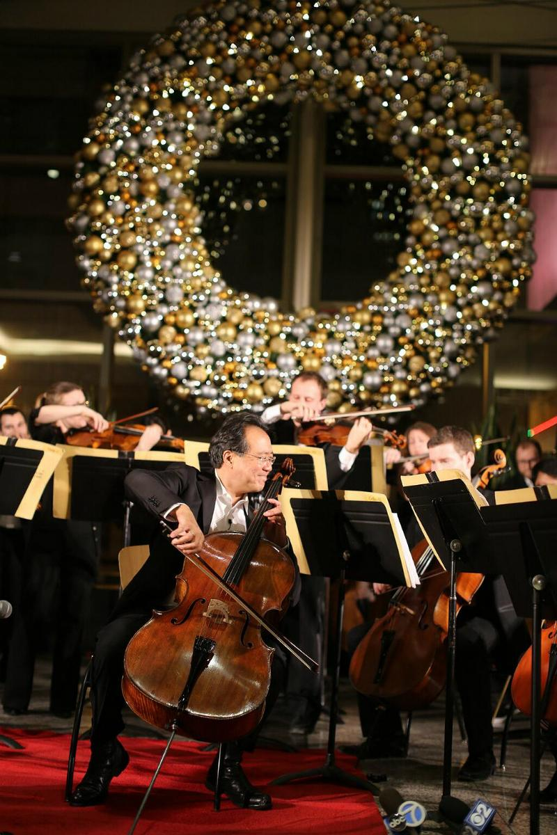 Yo-Yo Ma Stuns Shoppers with Pop-Up Concert in Chicago Mall | WQXR | New York's Classical Music Radio Station