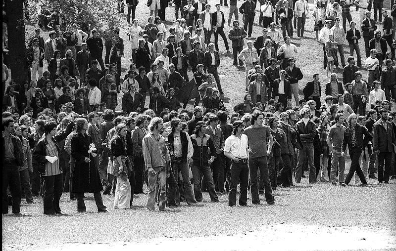 counterculture of the 1960s essay In this essay i will firstly discuss the process whereby paco taibo and his radical comrades found themselves at the head of a major student movement that could challenge the government and police in mexico city.