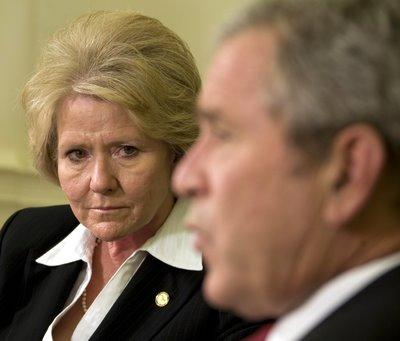 President George W. Bush speaks with US Secretary of Transportation Mary Peters in the Oval Office of the White House on September 27, 2007.(JIM WATSON/AFP/Getty Images)