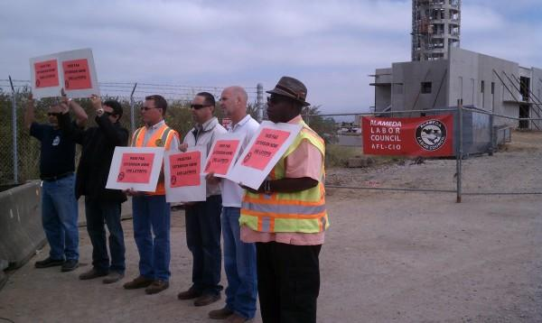 Oakland workers protest the FAA shutdown (photo by Casey Miner)