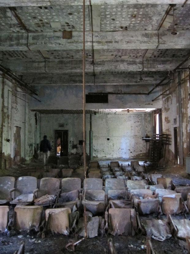 LUGARES ABANDONADOS-LUGARES OLVIDADOS (sitios fantasma en el mundo) 05_North_Brother_Theater