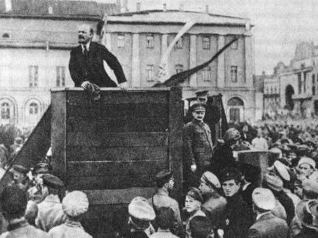 Original photo of Lenin in 1920, which includes Leon Trotsky, prior to Stalin ordering Trotsky be removed