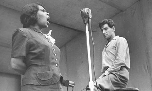 Bernstein rehearsing with singer Marian Anderson at Lewisohn Stadium, New York. June 1947. (Music Division)
