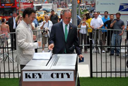 Bloomberg receives the first key (Photo by Daniel P. Tucker)